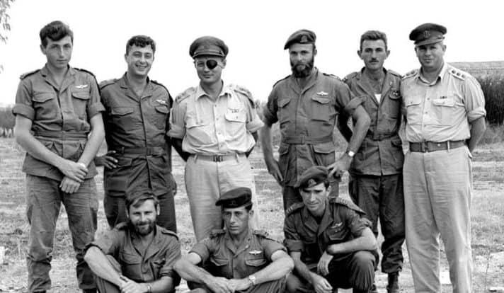 """משמאל: מאיר הר ציון, אריאל שרון, משה דיין. 1955 // צילום: לע""""מ"""