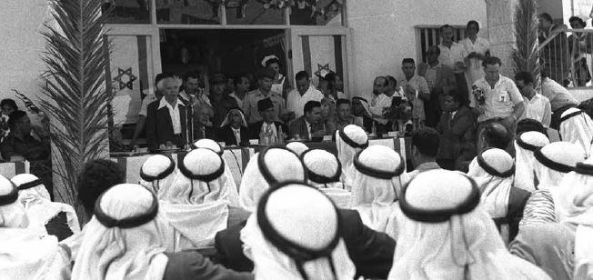 בן־גוריון בבאקה אל־גרביה, 1959 // צילום: משה פרידן, לע״מ
