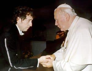 בוב דילן והאפיפיור יוחנן פאולוס השני, 1997 // צילום: איי-אף-פי, אימג'בנק
