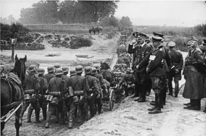 היטלר צופה בפלישה לפולין, ספטמבר 1939