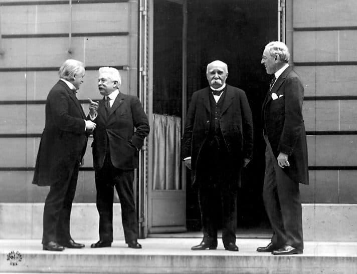 משמאל לימין: דיוויד לויד ג'ורג', ויטוריו אורלנדו, ג'ורג' קלמנסו, וודרו ווילסון