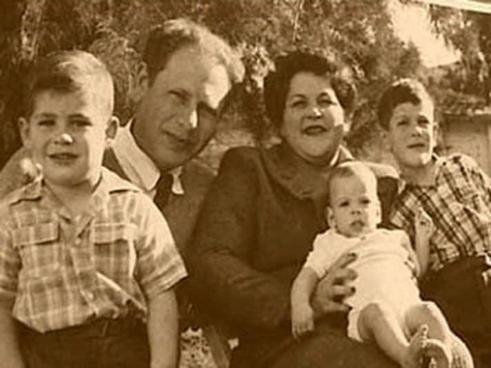 משפחת נתניהו בהרכב מלא צילום אתר ההנצחה ליוני נתניהו