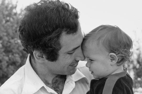 עם בתו התינוקת נועה, 1980