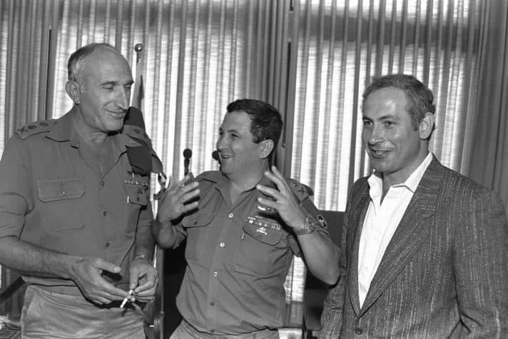 """עם אהוד ברק ומשה לוי, 1986 // צילום: יעקב סער, לע""""מ"""
