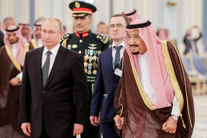 מלך סעודיה בפגישה עם פוטין // צילום: Mikhail Metzel, TASS via Getty Images IL