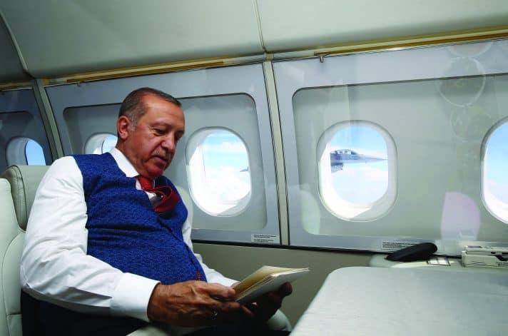 ארדואן במטוסו הפרטי, שנקנה על ידי הקטארים // צילום: Kayhan Ozer, Anadolu Agency, Getty Images IL