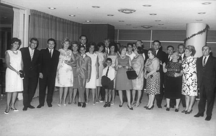 משפחת מיליקובסקי בבר המצווה של גיל, בנו של עזרא, מלון אכדיה הרצליה, 1964 // צילום: אתר הזיכרון לעזרא מיליקובסקי