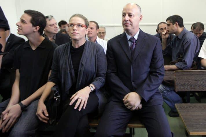 """צחי הנגבי בבית משפט השלום 9.11.2010 // צילום: דניאל בר און, """"הארץ""""'"""