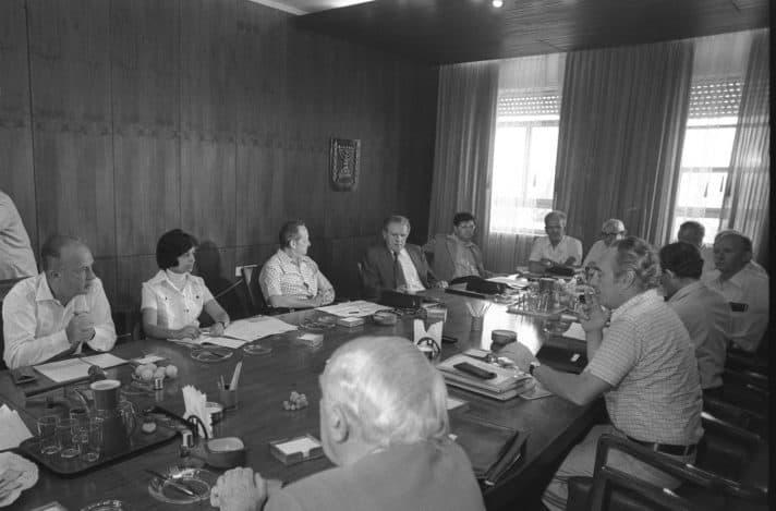 """ממשלת רבין הראשונה, שנות ה- 70 בקצה הימני אהרון ברק // משה מילנר, לע""""מ"""