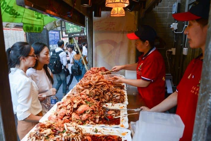 שוק האוכל בווהאן // צילום: Artur Widak, NurPhoto via Getty Images IL