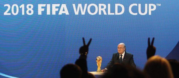 """נשיא פיפ""""א ספ בלאטר מכריז על זכיית רוסיה באירוח המונדיאל, דצמבר Karim Jaafar, AFP, Getty Images IL // 2010"""