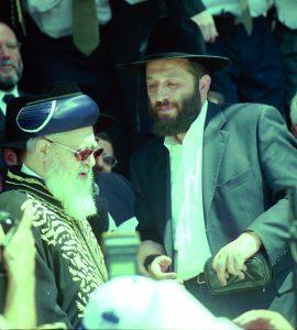 הרב עובדיה יוסף עם אריה דרעי, 2000 // צילום: אלון רון, ׳הארץ׳