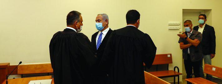 נתניהו מתייצב לתחילת משפטו // צילום: Ronen Zvulun, POOL, AFP via Getty Images IL