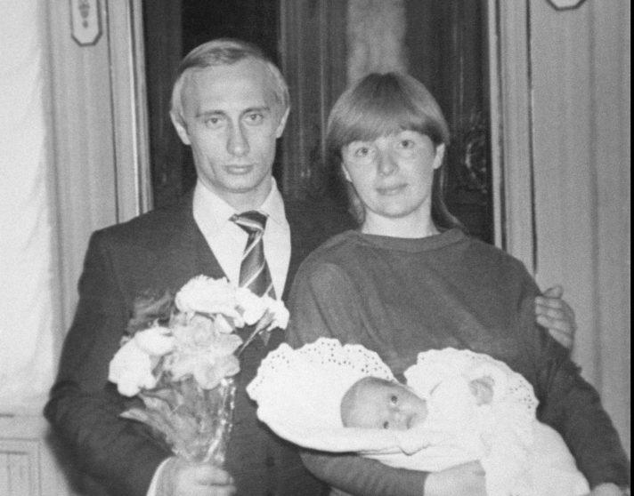 עם אשתו לודמילה והבת מריה, 1985 // צילום: TASS via Getty Images IL