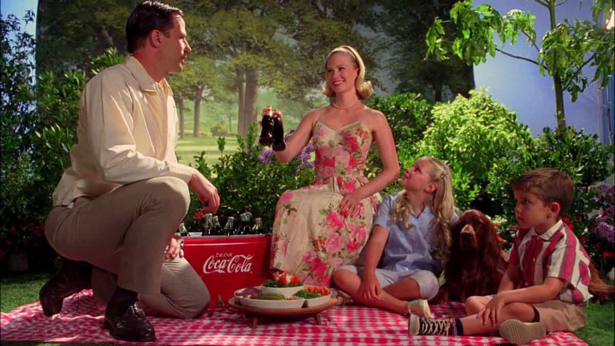 קפסולת אושר בת 30 שניות. פרסומת לקוקה קולה ב׳מד מן׳