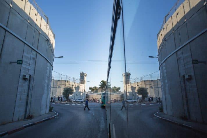 גדר ההפרדה בקבר רחל // צילום: אמיל סלמן, ׳הארץ׳