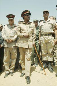 סאדאת עם הגנרלים בתעלת סואץ, 1974 // צילום: Claude Salhani, Sygma via Getty Images IL