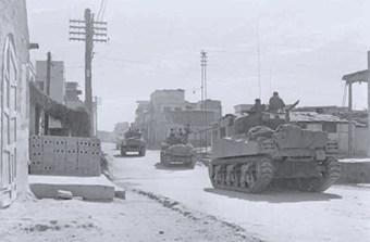 """טנקים של צה""""ל בעזה במהלך מבצע קדש, 1956 // ארכיון צה""""ל"""