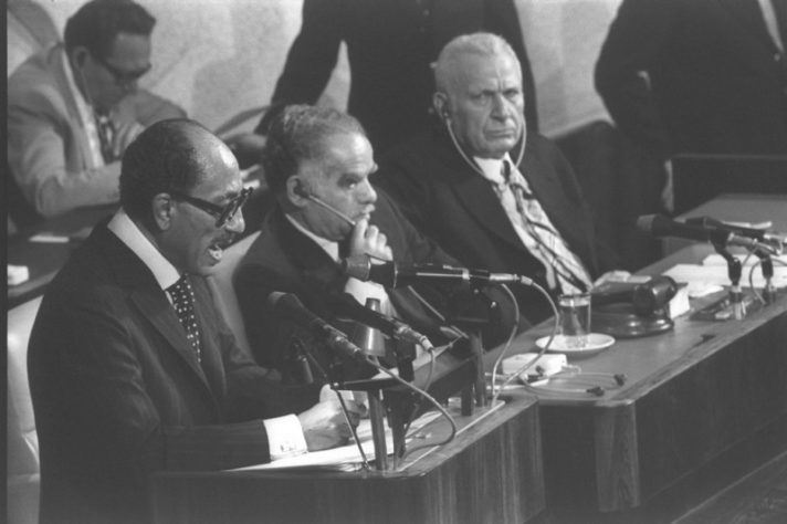 """סאדאת נואם בכנסת, 20 בנובמבר 1977 לע""""מ"""