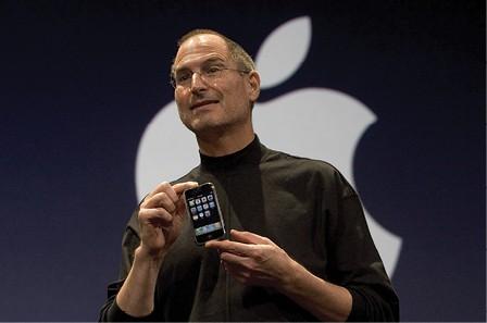 סטיב ג'ובס מציג את האייפון, 2007 צילום David Paul Morris, Getty Images IL