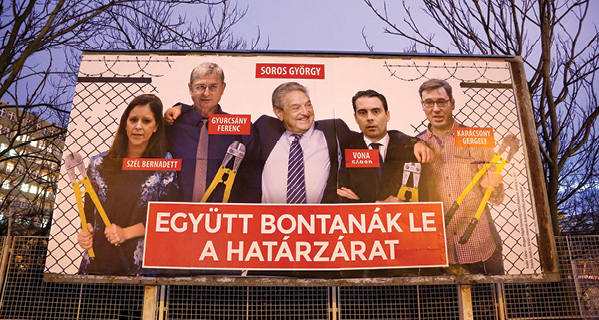 שלטים נגד סורוס בהונגריה // צילום: Adam Berry, Getty Images IL
