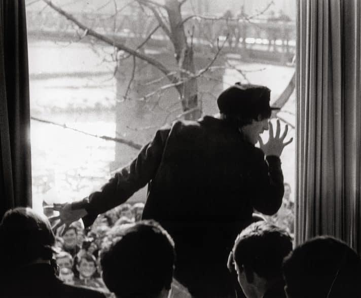 לנון במחווה למעריצים, 1965. צילום: אימג'בנק