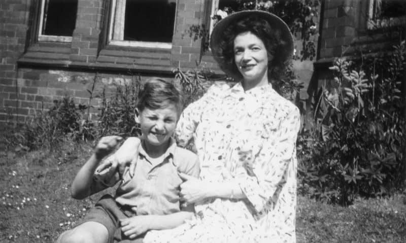 עם אמו ג'וליה // צילום: אימג'בנק