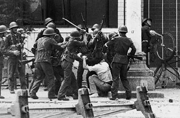 דיכוי המהומות בטיין־אן־מן, 1989 צילום Peter Turnley, Corbis, Getty Images IL