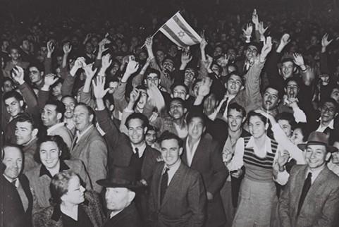 השמאל הפרקטי. חגיגות כ ט בנובמבר בתל אביב צילום הנס פין, לע״מ