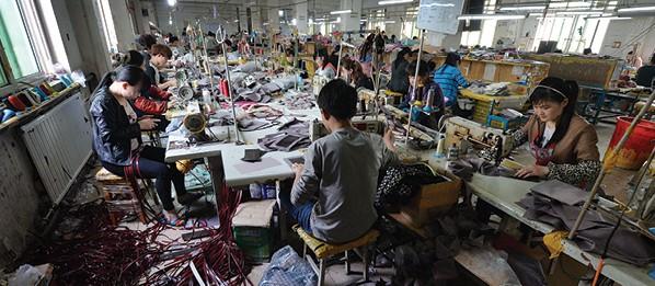 מפעל תיקים של עלי באבא צילום Mark Ralstonafp via Getty Images IL
