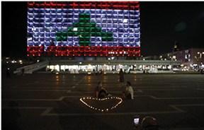 דגל לבנון מואר על עיריית תל אביב // צילום: תומר אפלבאום, ׳הארץ