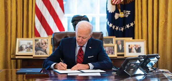 ביידן חותם על צווים בבית הלבן צילום Doug Mills-Pool, Getty Images IL