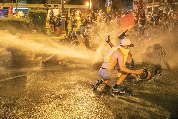 הפגנה מול מעון רה מ, קיץ 2020 צילום תומר אפלבאום, ׳הארץ׳