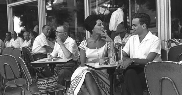 בית קפה בתל אביב, 1960 צילום-פריץ כהן, לע״מ