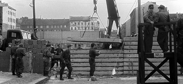 בניית חומת ברלין, 1961 // צילום: Von Keussler, picture alliance via Getty Images IL