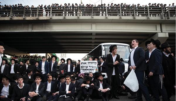 הפגנה בבני ברק במהלך הסגר השלישי צילום - מוטי מילרוד, ׳הארץ׳