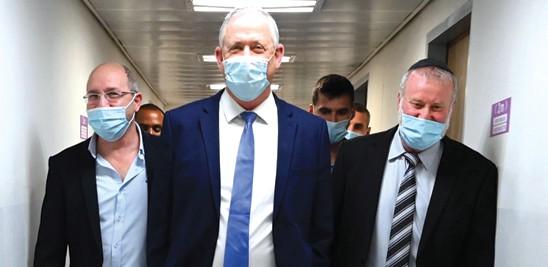 מנדלבליט, גנץ וניסנקורן במשרד המשפטים צילום אריאל חרמוני, משרד הביטחון