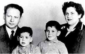 נתניהו כילד משמאל צילום- אוסף משפחת נתניהו