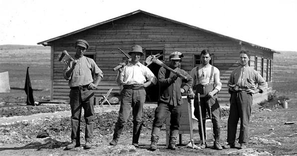 עובדי אדמה בקיבוץ מגדל, 1912