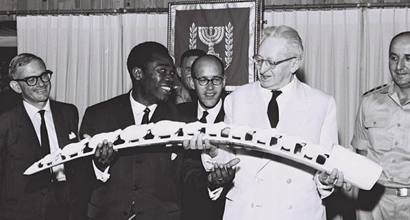 בן צבי בקבלת פנים לשגריר הרפובליקה המרכז־אפריקאית, 1962 צילום משה פרידן, לע״מ
