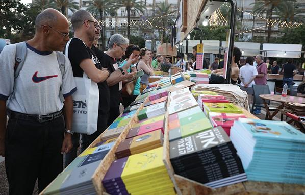 יריד שבוע הספר. 8000 כותרים בשנה בישראל, מרביתם ספרות מקור צילום עופר וקנין, ׳הארץ׳