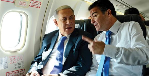 כהן עם נתניהו. לולא ניצח בבחירות, היו משתפרים סיכויי מועמדים אחרים לראש המוסד צילום קובי גדעון, לע מ