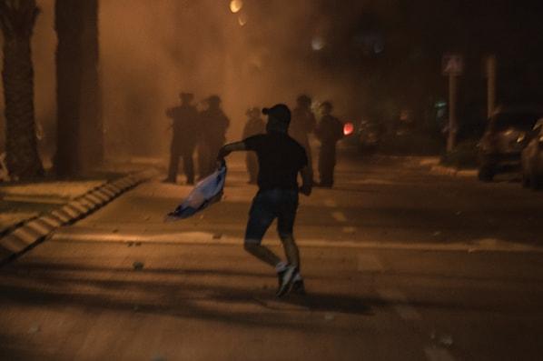 התפרעויות בעכו. במשטרה טוענים: גורמים פליליים ניצלו את ההזדמנות // צילום: רמי שלוש, ׳הארץ׳