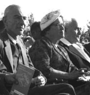 """בני הזוג בן־גוריון עם אופנהיימר. מפגש במכון ויצמן // צילום: משה פרידן, לע""""מ"""