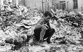 ניצול מהפצצה על ורשה במהלך מלחמת העולם השנייה