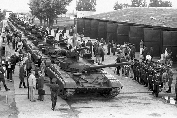 נסיגה של טנקים סובייטיים מהונגריה, 1990 צילום Miroslav Luzetsky